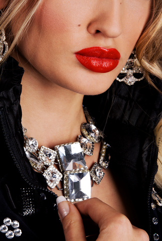 black with necklace lipstick